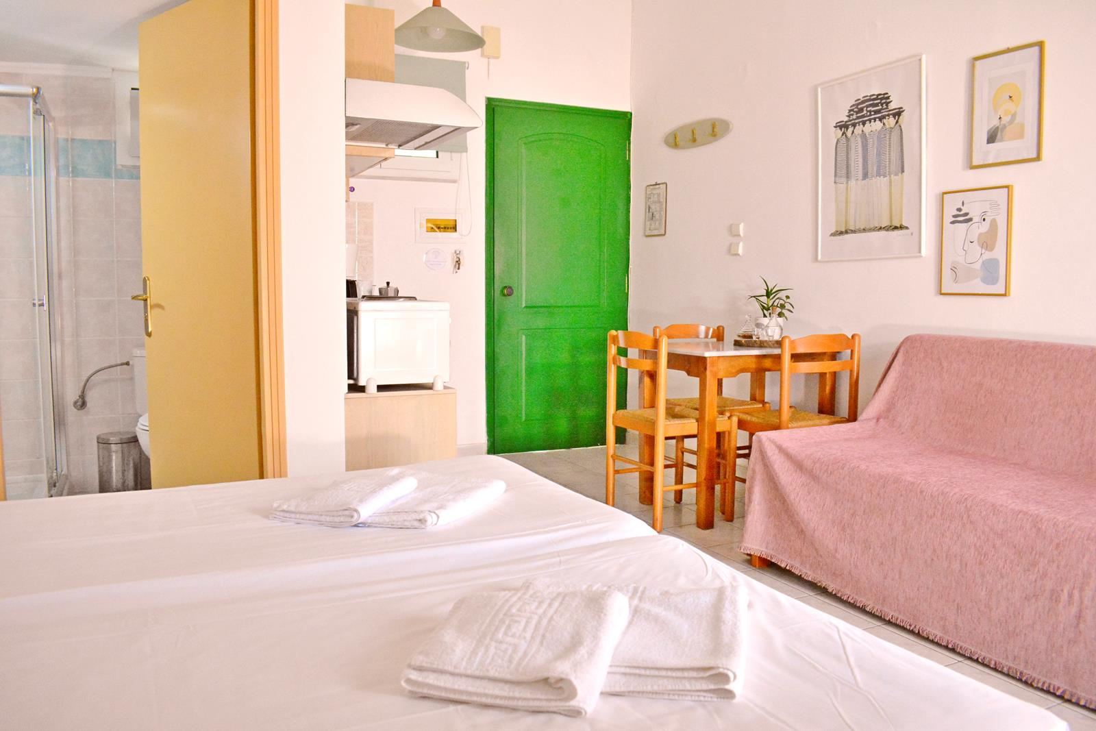 http://chania%20hotel%20 %20Melinas%20House%20 %20Chania,%20Crete