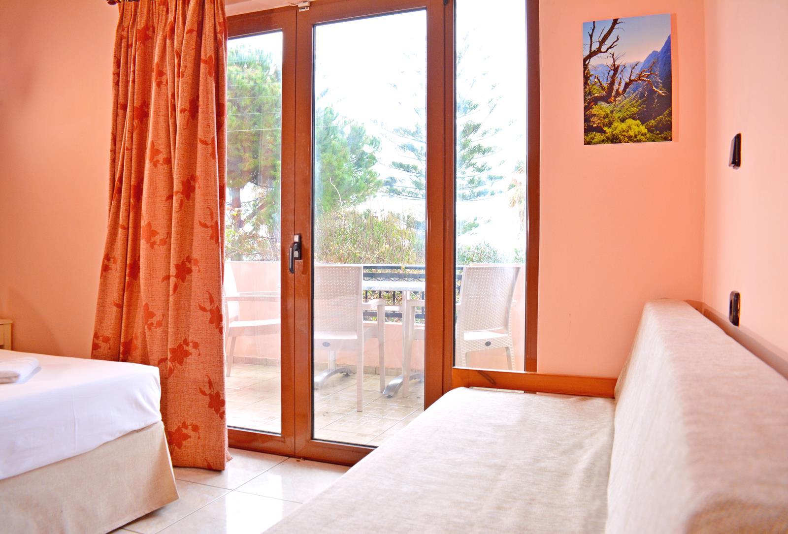 http://hotel%20chania%20 %20Melinas%20House%20 %20Chania,%20Crete